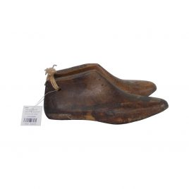 Vintage wooden shoe (medium)